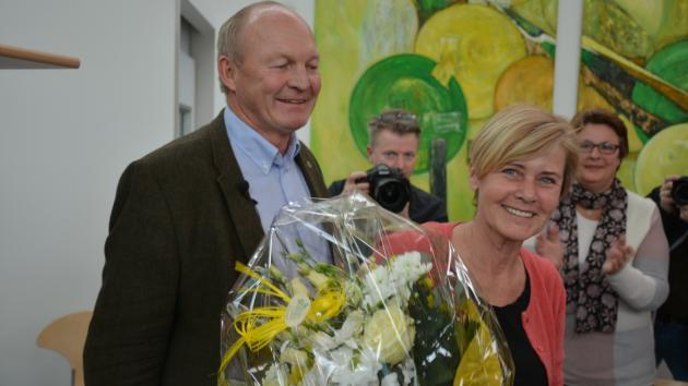 Mette Bock fik overrakt blomster af BL-formand Flemming Fuglede Jørgensen på generalforsamlingen 1. marts på Bygholm Landbrugsskole.