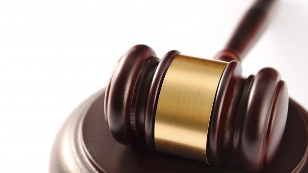domstol retssag