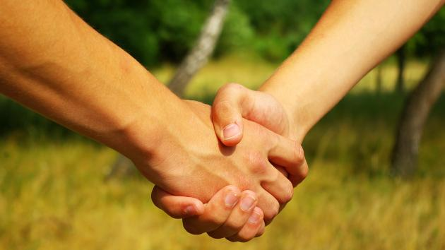 mavepine under samleje giver finger