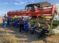 Med 12 mejetærskere og syv sneglevogne er der travlhed i høst på ejendommen i Kaliningrad.